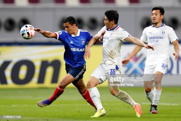 Jang Hoik of Suwon Samsung and Erik of Yokohama F.Marinos compete for the ball during the AFC Champions League Round of 16 match between Yokohama...