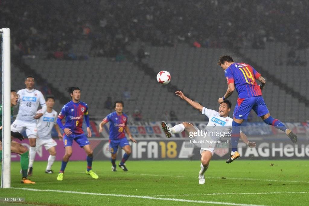 Jang Hyun Soo of FC Tokyo heads the ball to score his side's first goal during the J.League J1 match between FC Tokyo and Consadole Sapporo at Ajinomoto Stadium on October 21, 2017 in Chofu, Tokyo, Japan.