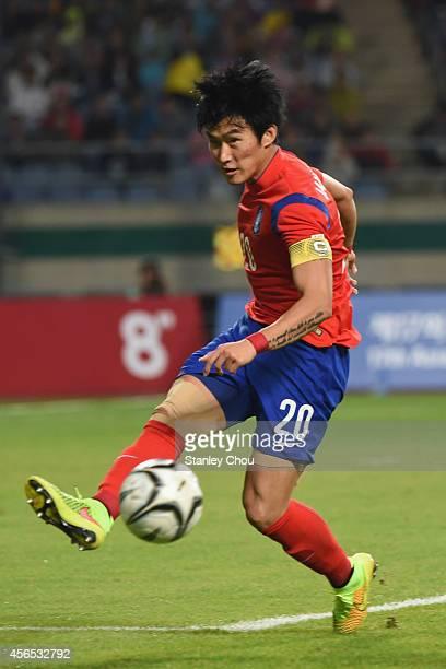 Jang Hyunsoo of South Korea passes the ball during the Mens Football Final match between South Korea and North Korea during day thirteen of the 2014...