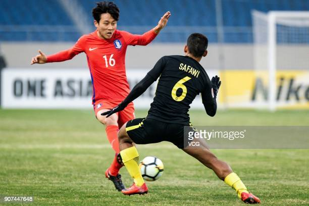 Jang YunHo of South Korea and Safawi Rasid of Malaysia compete for the ball during the AFC U23 Championship quarterfinal match between South Korea...