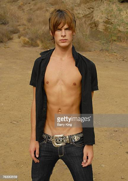 20070825 CA AUGUST 25 ST 25 Janice Dickinson Modeling Agency Model Grant Whitney Harvey poses at photo shoot in Griffith Park on August 25 2007 in...