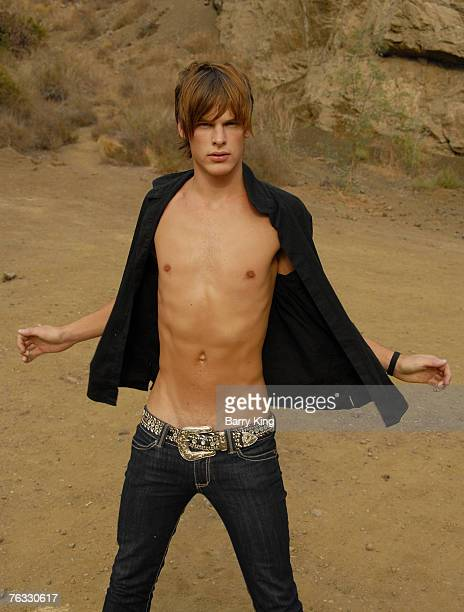 20070825 CA AUGUST 25 Janice Dickinson Modeling Agency Model Grant Whitney Harvey poses at photo shoot in Griffith Park on August 25 2007 in Los...