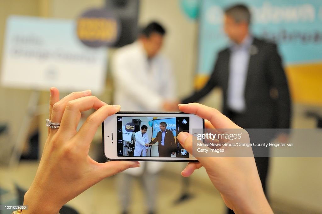 16741350498 Janice Huang takes a picture of Dr. Hue Nguyen