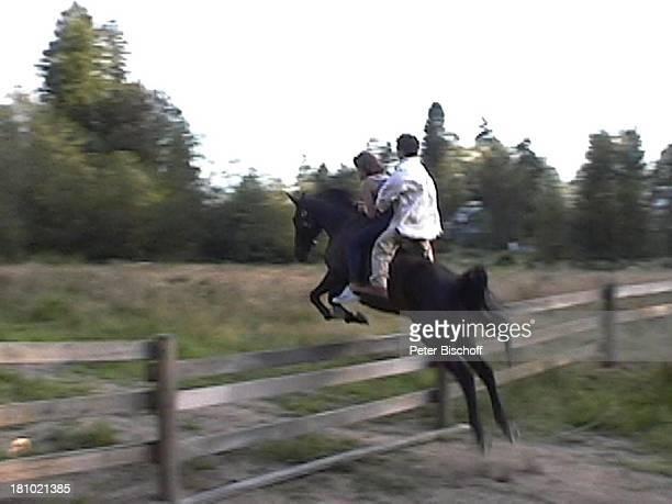 Janina Dall Szenenfoto My Mother The Spy 020103 Stunt Stuntfrau Pferd Lebensgrosse Puppe Gatter Sprung PNr 009/03/