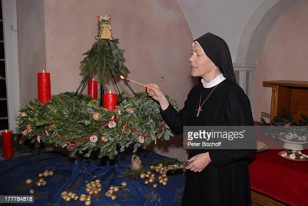 Janina Hartwig ARDSerie 'Um Himmels Willen' Special 'Weihnachten in Kaltenthal' 8 Staffel Schloß Niederaichbach Bayern Deutschland Europa Kostüm...