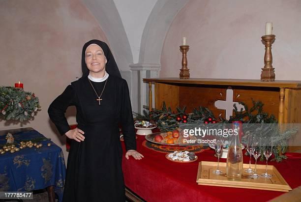 Janina Hartwig ARDSerie Um Himmels Willen Special Weihnachten in Kaltenthal 8 Staffel Schloß Niederaichbach Bayern Deutschland Europa Kostüm...