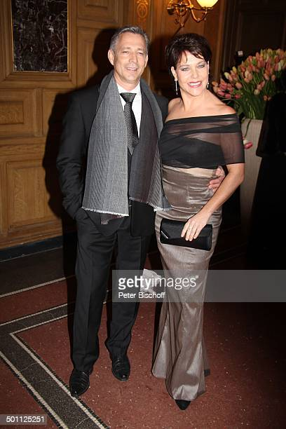 Janina Hartwig mit Freund Reiner Fischer 8 Semper Opernball Semperoper Dresden Sachsen Deutschland Europa SemperOper Feier feiern Schauspielerin...