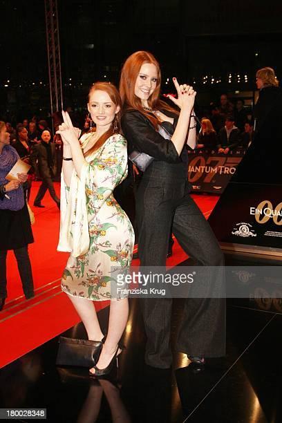 Janina Stopper Und Model Barbara Meier Bei Der 007 Ein Quantum Trost Premiere Im Cinestar Am Potsdamer Platz In Berlin Am 031108