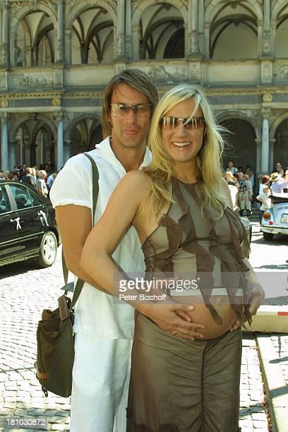 Janine Kunze Ehemann Dirk Budach Hochzeit Feier Party Köln Schauspielerin Sonnenbrille schwanger Mann Familie Schwangerschaft