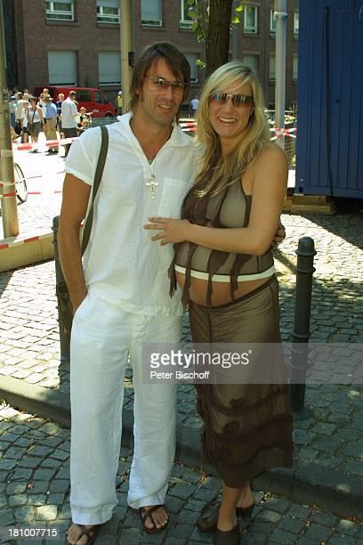 Janine Kunze Ehemann Dirk Budach Hochzeitsfeier Party Köln Schauspielerin Sonnenbrille schwanger Mann Familie Schwangerschaft