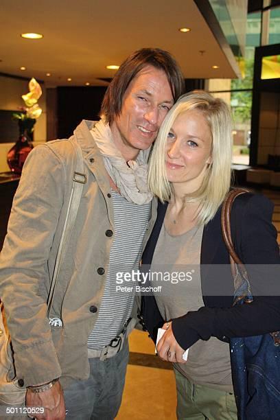 Janine Kunze Ehemann Dirk Budach vor MDRTalkshow Riverboat Leipzig Sachsen Deutschland Europa verliebt Schauspielerin Promi BB FTP PNr 746/2011 Foto...