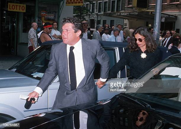 Jann Wenner and Jane Wenner during Steve Rubell Funeral Service July 27 1989 at Riverside Memorial Chapel in New York New York United States