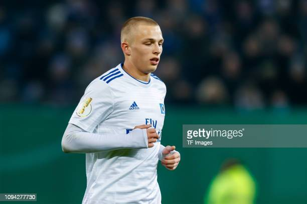 JannFiete Arp of Hamburger SV looks on during the DFB Cup match between Hamburger SV and 1 FC Nuernberg at Volksparkstadion on February 5 2019 in...