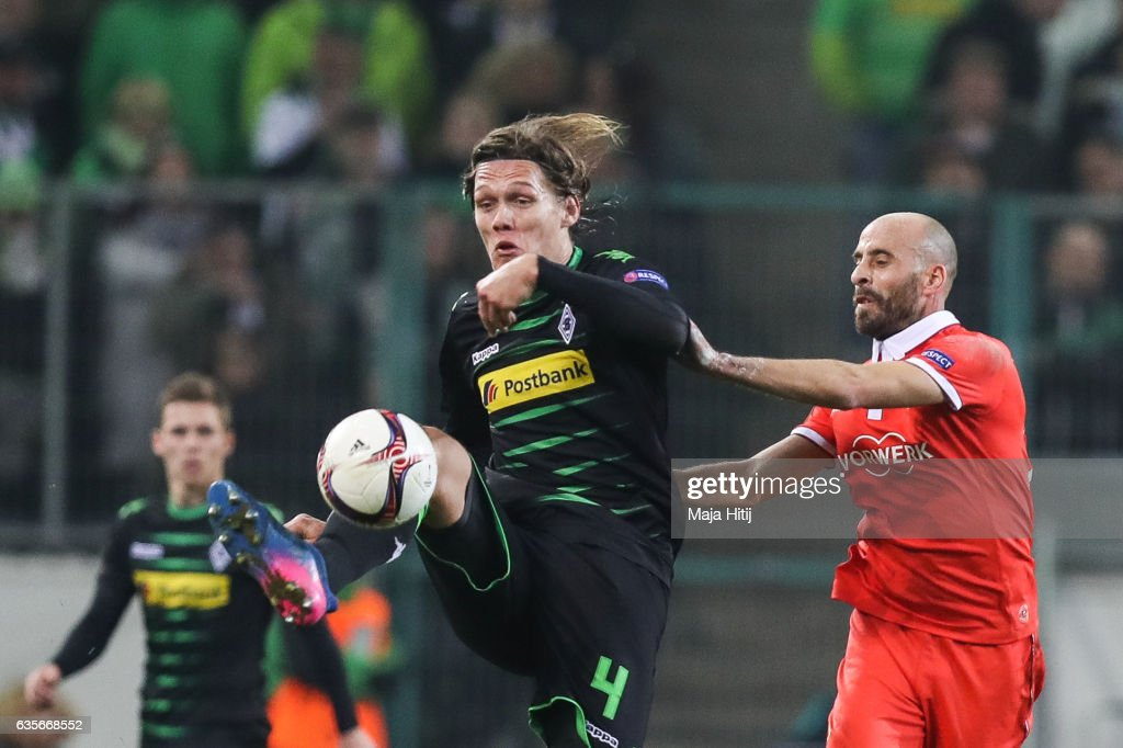 Jannik Vestergaard of Moenchengladbach (L) and Borja Valero of Fiorentina battle for the ball during the UEFA Europa League Round of 32 first leg match between Borussia Moenchengladbach and ACF Fiorentina at Borussia Park Stadium on February 16, 2017 in Moenchengladbach, Germany.
