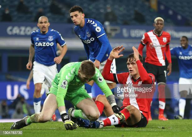 Jannik Vestergaard of Southampton reacts after missing a chance saved by Jordan Pickford of Everton during the Premier League match between Everton...