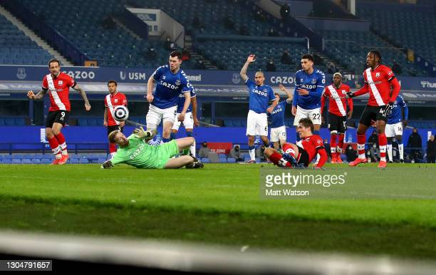 Jannik Vestergaard of Southampton shoots the ball against Jordan Pickford of Everton during the Premier League match between Everton and Southampton...