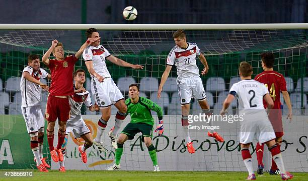 JanniLuca Serra and Vitaly Janelt of Germany U17 jump for the ballin front of Dani Olmo of Spain U17 during the UEFA European Under17 Championship...