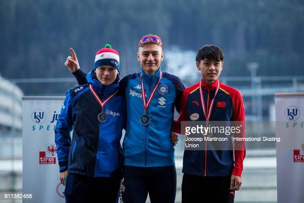 Janno Botman of Netherlands Francesco Betti of Italy and Zhongyan Ning of China pose in the Men's Mass Start medal ceremony during day two of the ISU...