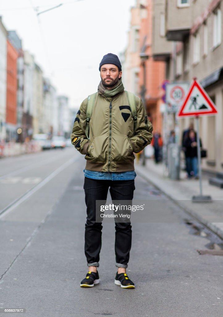 Street Style In Berlin - March 2017 : News Photo