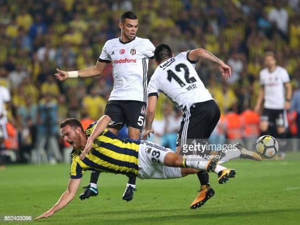 Janssen of Fenerbahce in action against Gary Alexis Medel and Pepe of Besiktas during the Turkish Super Lig week 6 soccer match between Fenerbahce...