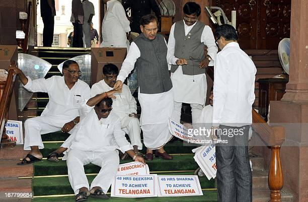 Janta Dal Chief Sharad Yadav meets in support of five Members of Parliament from Congress Party sit-in for 48 hours, today they have completed 24...