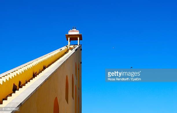 jantar mantar astronomical observation site against clear blue sky - jantar mantar stock pictures, royalty-free photos & images