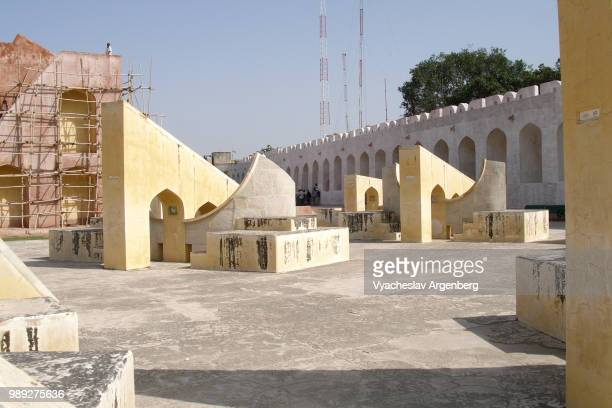 jantar mantar observatory, jaipur, a collection of architectural astronomical instruments built by the rajput king sawai jai singh ii in 1734 - argenberg fotografías e imágenes de stock