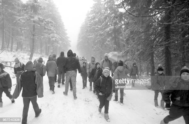 Wanderung zum Brocken am 17 Januar 1990 bereist wieder möglich Der Brocken im Harz war bis zur deutschen Einheit ein stark militärisch ausgebautes...