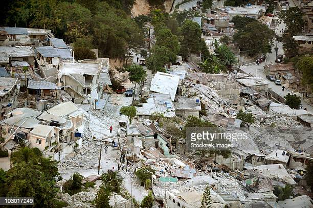 january 15, 2010 - view of port-au-prince, haiti, after a magnitude 7 earthquake hit the country on january 12, 2010. - haiti stock pictures, royalty-free photos & images