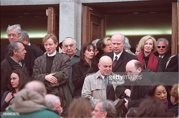 January 19 2001 Some of the prominent people that attended Al Waxman's funeral included Brent Carver Cynthia Dale and Peter Mansbridge TONY...