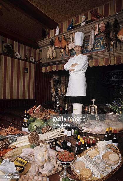 January 1973 the great chef Paul Bocuse at his restaurant 'L'Auberge du Pont de Collonges' has CollongesauMontd'Or Cap of the hat he poses behind a...