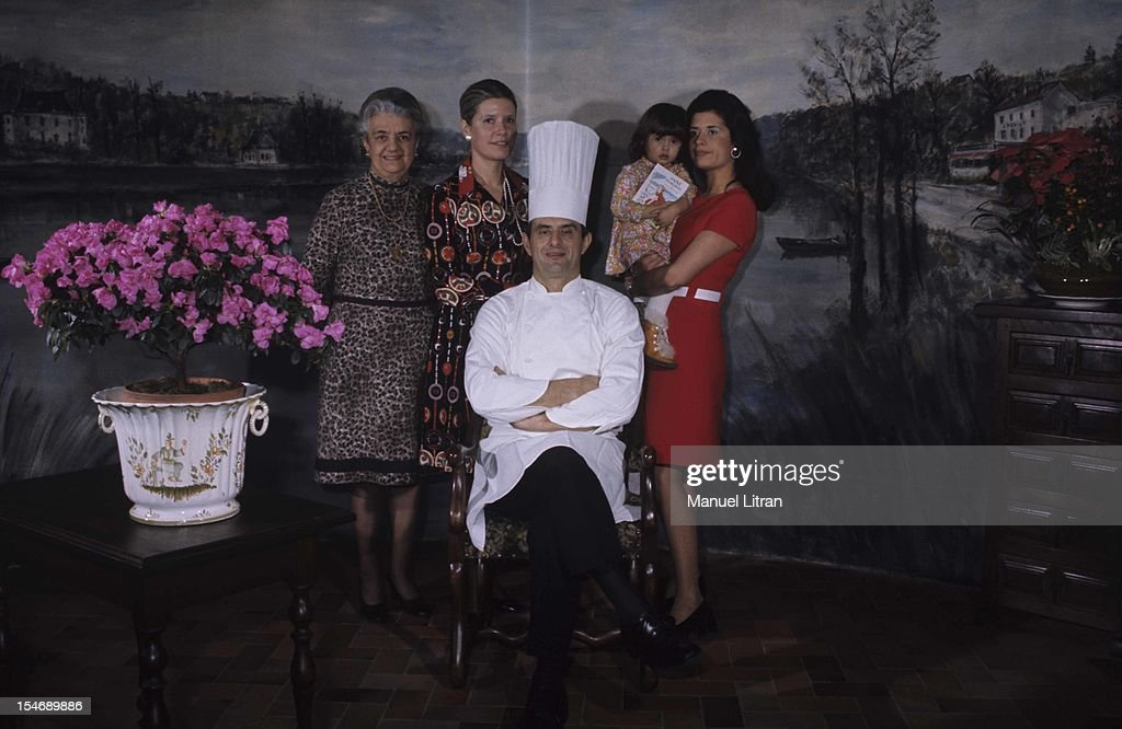 January 1973, the great chef Paul Bocuse at his restaurant 'L'Auberge du Pont de Collonges' has Collonges-au-Mont-d'Or. Family, Paul Bocuse with the grandmother, his wife Raymonde, her daughter Francoise and her granddaughter, Candice.