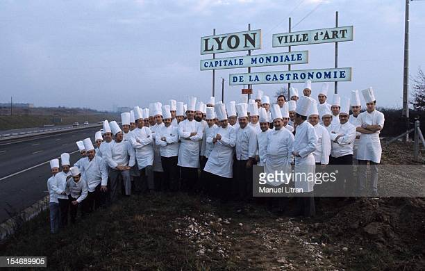 January 1973 the great chef Paul Bocuse poses with a group of cooks all caps for a cap on the edge of a road before a panel specifying the city of...