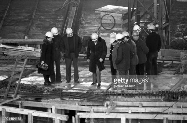 January 1979, Saxony, Leipzig: At the end of the 1970s, the Gewandhaus bandmaster Kurt Masur visited the construction site of the New Gewandhaus in...