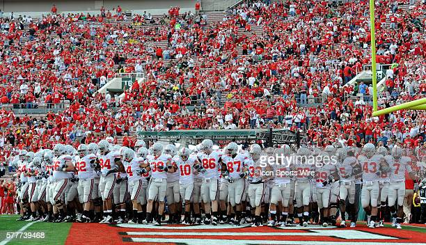 Ohio State takes the field during the Rose Bowl game between the Ohio State Buckeyes and the Oregon Ducks at the Rose Bowl in Pasadena CA