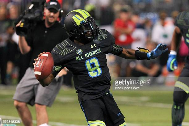 Team Armour quarterback De'Andre Johnson in action during the 2015 Under Armour AllAmerica Game at Tropicana Field in St Petersburg Florida