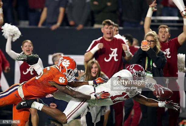 Alabama Crimson Tide running back Kenyan Drake stretches for the end zone as he's hit by Clemson Tigers safety TJ Green during the fourth quarter of...