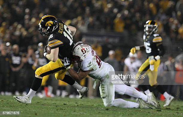 Stanford Cardinal defensive end Solomon Thomas attempts to sack Iowa Hawkeyes quarterback CJ Beathard during the Rose Bowl Game between the Stanford...