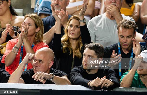 Tennis Grand Slam ATPTour Australian Open in Melbourne Men singles 2nd round Dimitrow Cuevas Steffi Graf cheers together with her husband Andre...