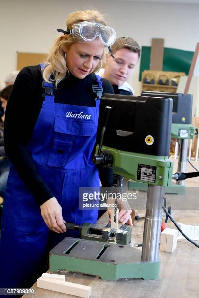 Barbara Schöneberger Ambassador of the DKJS visits the student company Holzwerkstatt of the PaulundCharlotteKnieseSchule Next to her is the student...