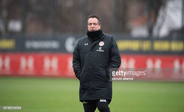 Coach Markus Kauczinski is on the pitch at the training kickoff for FC St Pauli the second division football team Photo Daniel Reinhardt/dpa...