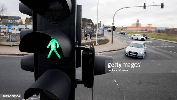 January 2019, Lower Saxony, Lehrte: A pedestrian traffic light shows green at an intersection where there was a fatal accident in the morning when a...