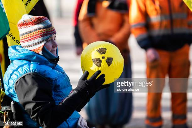 A participant of the demonstration against the fuel element factory Lingen holds a yellow airfilled ball with the sign for radioactivity The...