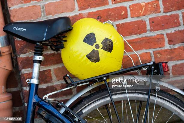 During the demonstration against the fuel element factory in Lingen a yellow airfilled ball with the sign for radioactivity can be seen on the...