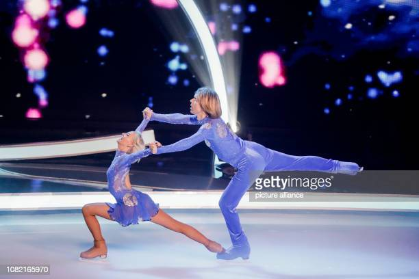 13 January 2019 North RhineWestphalia Köln John Kelly musician and Anette Dytrt figure skater are on the ice in the live SAT1 show 'Dancing on Ice'...