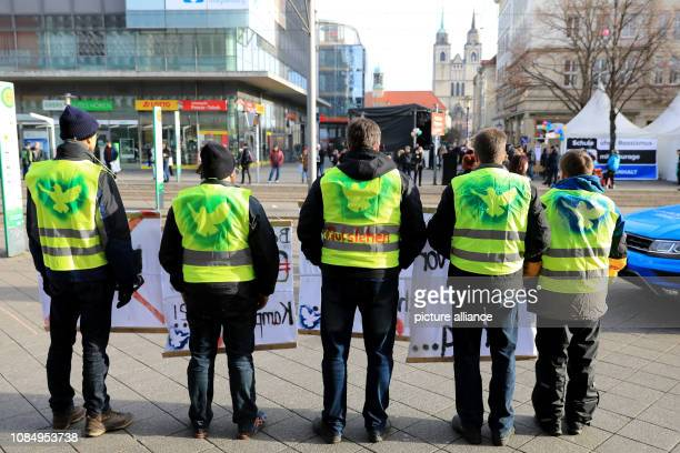 19 January 2019 SaxonyAnhalt Magdeburg With yellow warning vests and symbols of peace doves participants of an event of the initiative Weltoffenes...