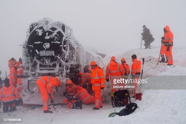 10 January 2019 SaxonyAnhalt Wernigerode Workers defrost and dismantle chassis parts on the lump to be able to move the vehicle after the long...