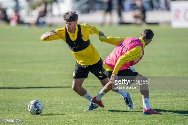 Football Bundesliga training camp Borussia Dortmund Mahmoud Dahoud and Achraf Hakimi fight for the ball Photo David Inderlied/dpa