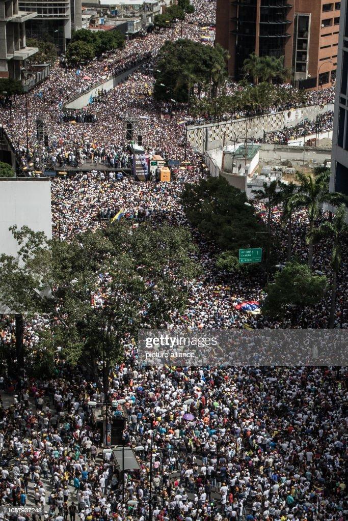 Political crisis in Venezuela : News Photo