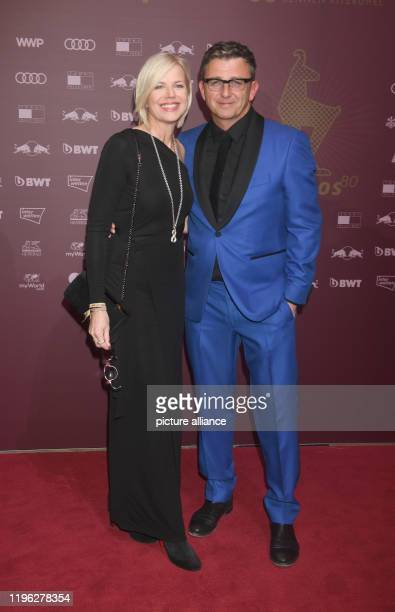 January 2020, Austria, Kitzbühel: Hans Sigl, actor, and his wife Susanne Kemmler come to the Kitz Race Party 2020, which took place on the evening of...